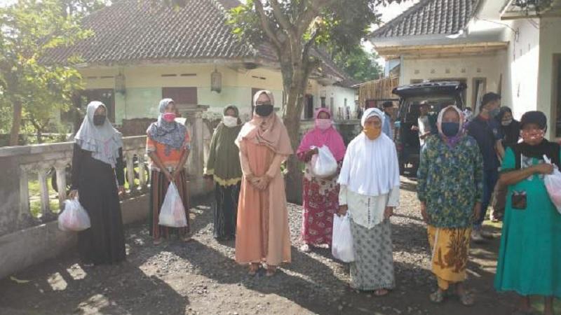 Lebaran Tiba, Tantri Bararoh Beri 600 Sembako di 2 Kecamatan