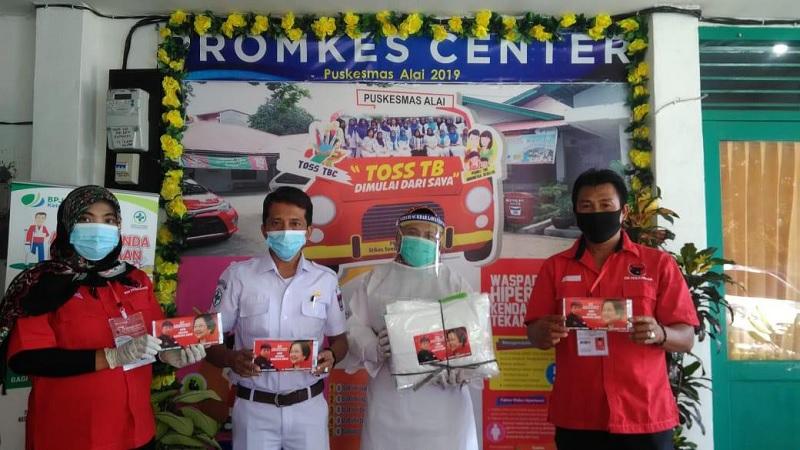 Alex Indra SalurkanMasker & APD di 11 Kecamatan Kota Padang