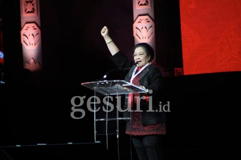 Bendera Dibakar, Megawati Serukan Terus Rapatkan Barisan