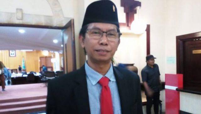 Sujud Risma, Ini Penjelasan Ketua DPRD Kota  Surabaya