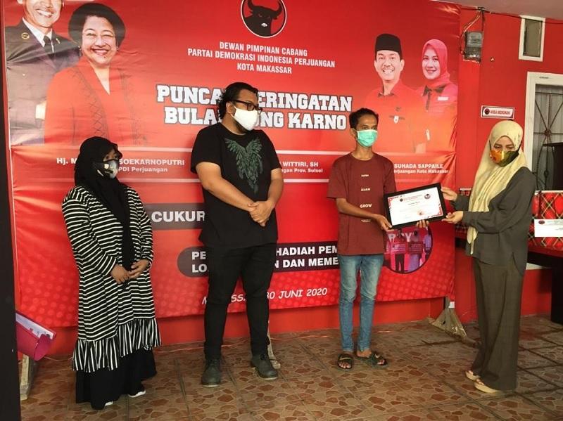 Banteng Makassar Serahkan Hadiah Lomba Bulan Bung Karno