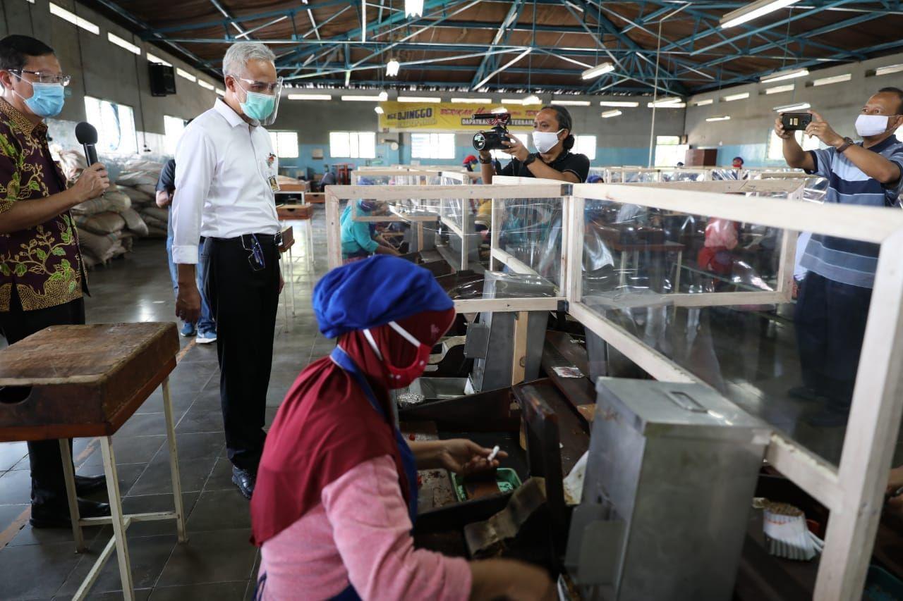 Ganjar Ajak Masyarakat Biasakan Pakai Masker & Cuci Tangan