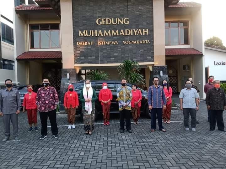 My Esti Serahkan Daftar Siswa Penerima PIP ke Muhammadiyah
