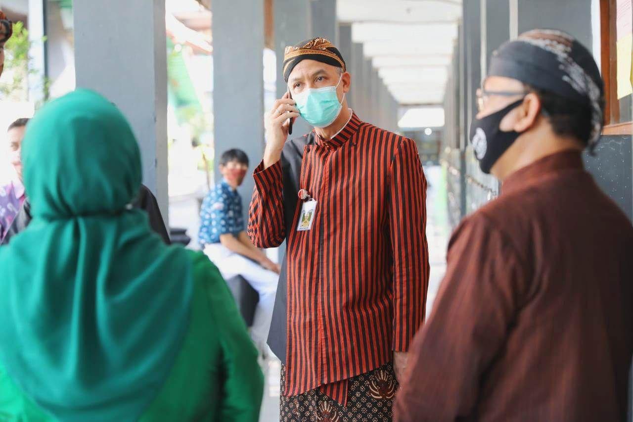 Sidak PPDB, Ganjar Ingatkan Terapkan Protokol Kesehatan