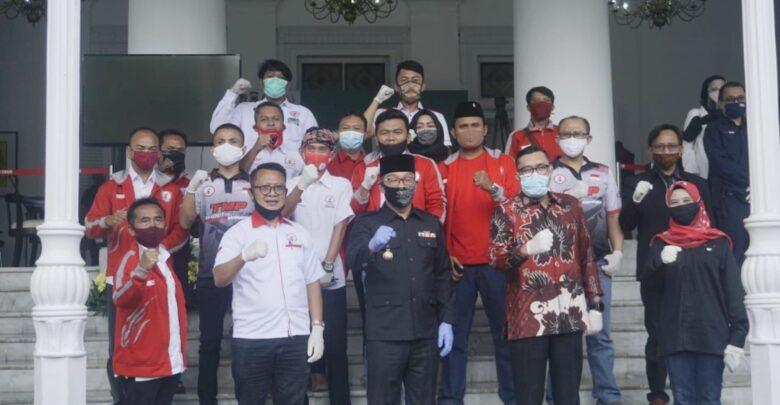 Taruna Merah Putih Berikan 1.000 APD ke Pemprov Jabar