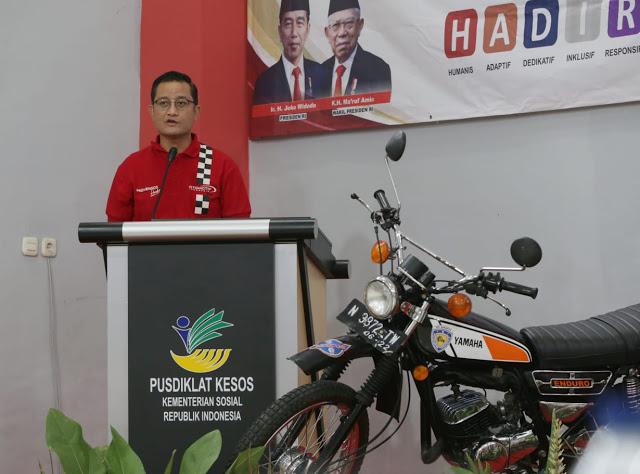 Mensos Serahkan 1.600 Paket Sembako ke IMI