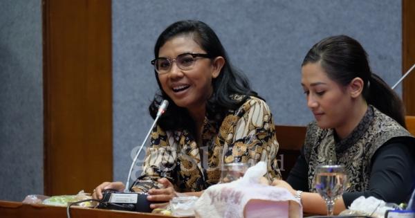 Irene Bagikan Ribuan Masker Gratis ke Masyarakat Morotai