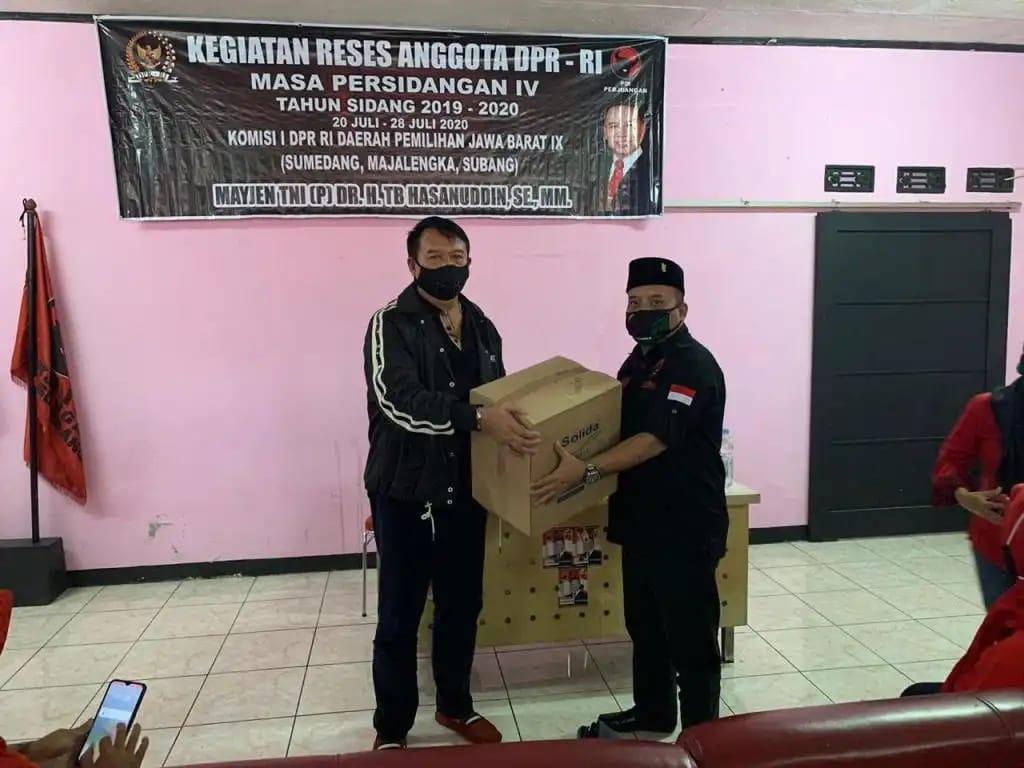 TB Hasanuddin Berikan Beragam Bantuan ke Warga Sumedang