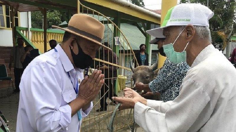 Idul Adha, Bupati Kalatiku Sumbangkan 6 Ekor Hewan Kurban