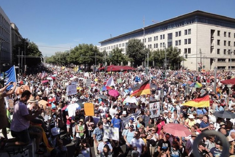 Demonstran Anti Protokol Covid Penuhi Berlin, Budiman Heran