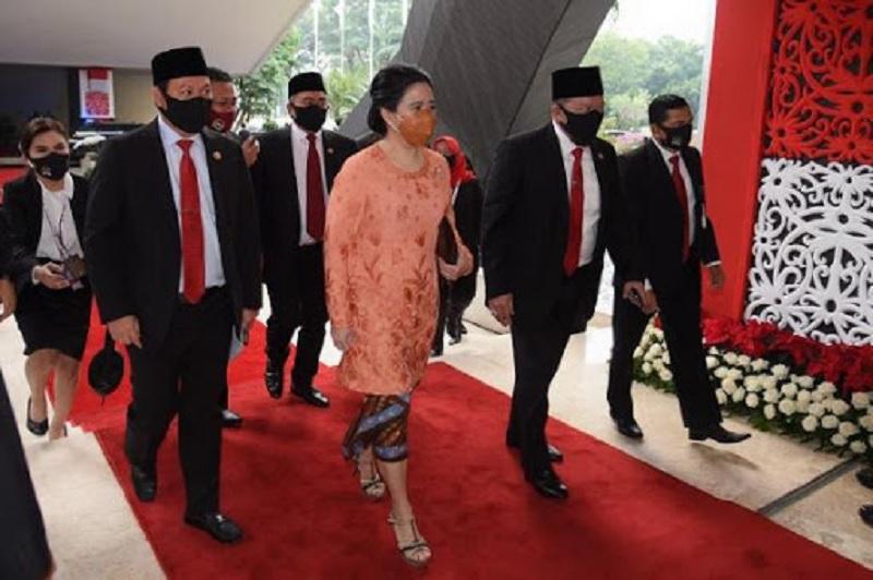 Puan Maharani Anggun dengan Kebaya Oranye