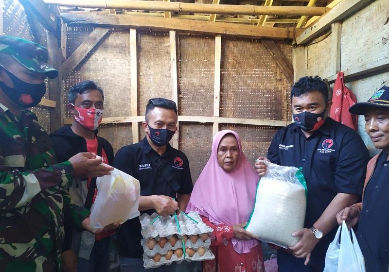 PDI Perjuangan Garut Beri Bantuan ke Lansia dan Anak Yatim