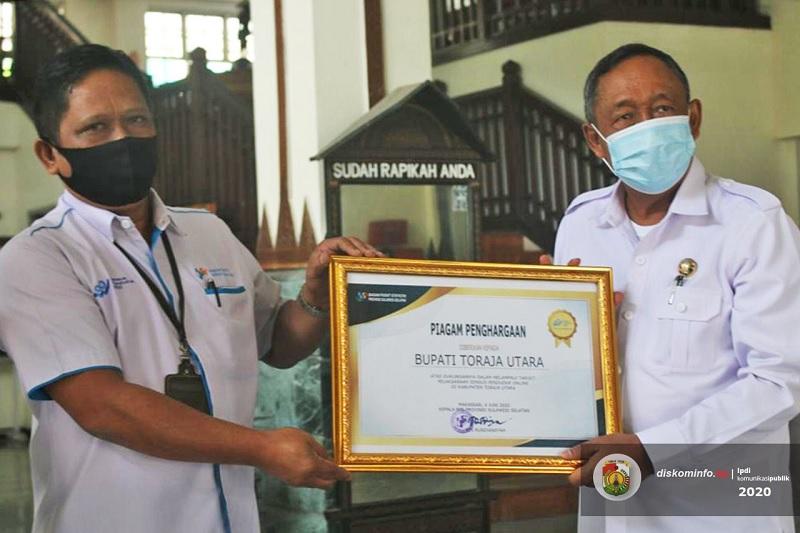 Bupati Toraja Utara Terima Penghargaan dari BPS RI