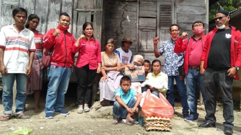 Repdem Taput Bantu Nenek Duma & Fasilitasi Bedah Rumah