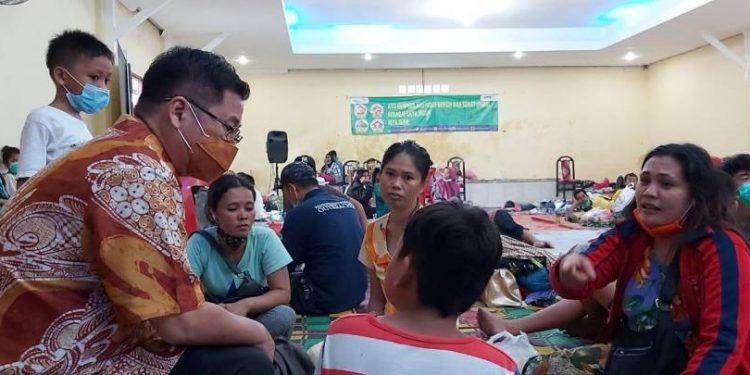 Sofyan Tan Bagikan 5.000 Nasi Bungkus Bagi Korban Banjir