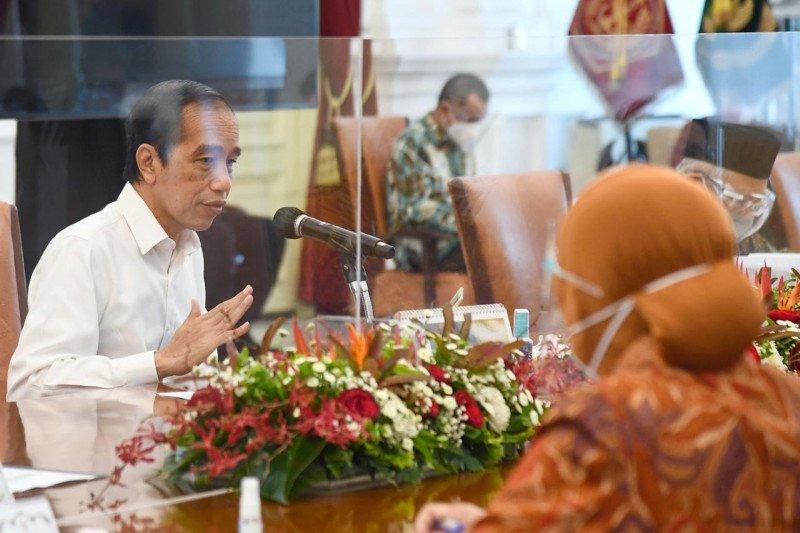 Presiden Jokowi Ubah Bansos Sembako Jadi Uang Tunai