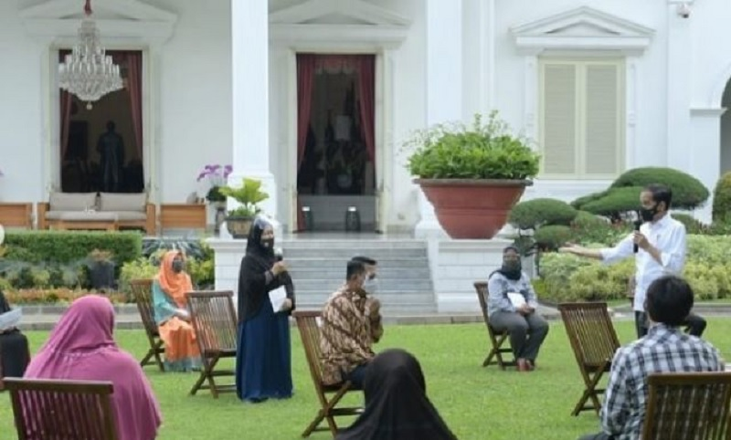 Presiden Jokowi Kembali Serahkan Bantuan Modal Kerja