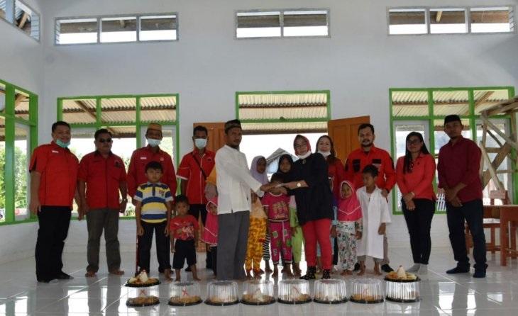 PDI Perjuangan Gorontalo Utara Bagikan 48 Tumpeng
