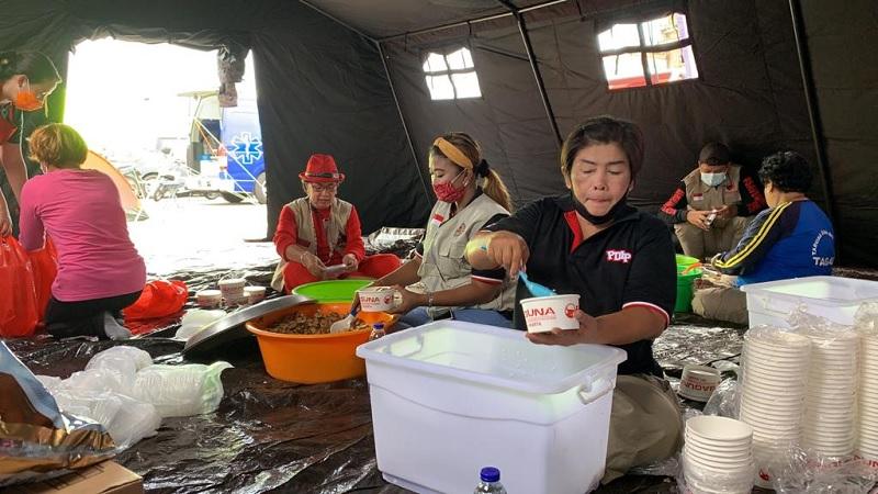 BAGUNA PDI Perjuangan Bangun Dapur Umum di Tanjung Priok
