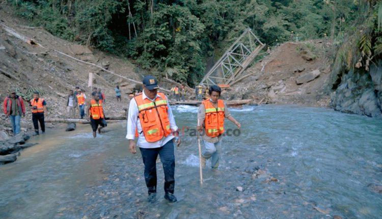 John Perintahkan Perbaiki Kerusakan di Jalan Trans Papua