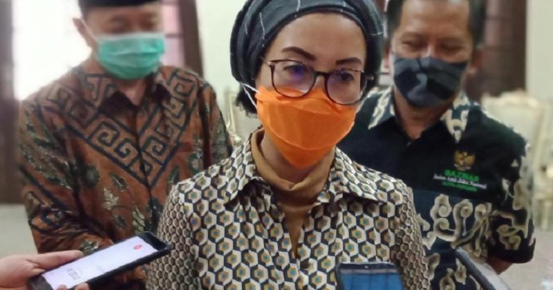Selly: Sindiran Hidayat Nur Wahid ke Risma, Lebay!