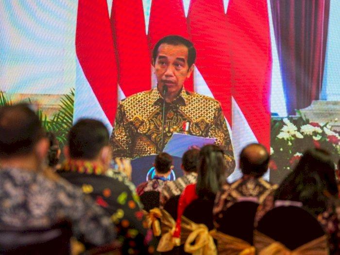 Presiden Jokowi Minta Pelaku di Sektor Jasa Divaksinasi
