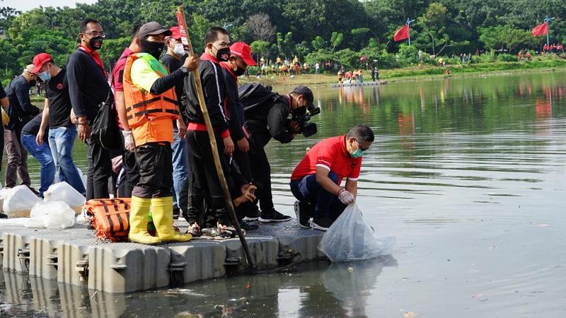 PDI Perjuangan Gelar Penghijauan & Bersihkan Waduk Cincin