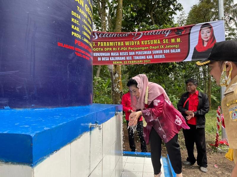 Bantu Rakyat, Paramitha Resmikan Sumur Bor di Kalijurang