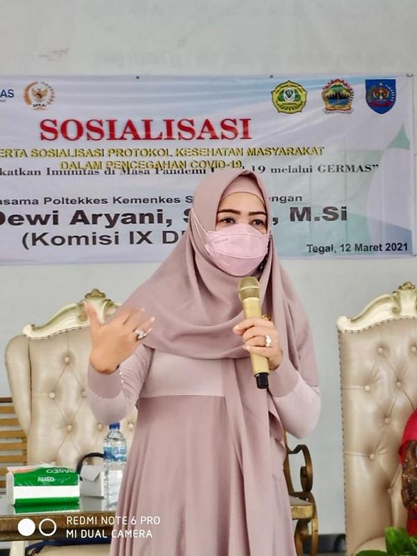 Kundapil, Dewi Aryani Gelar Sosialisasi Germas & Baksos