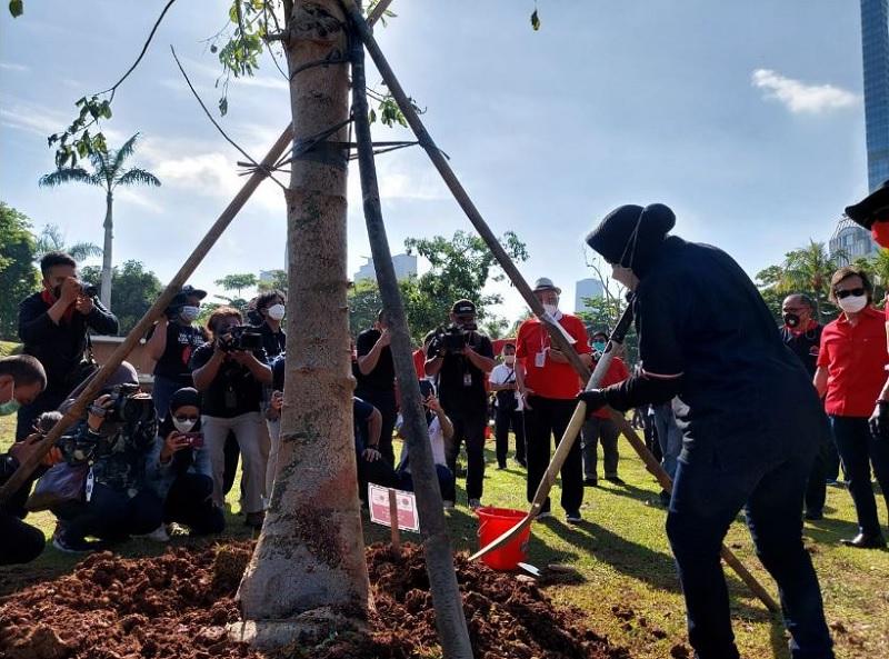 Risma: Surabaya Tanam Pohon & Bangun Taman, Kebanjiran Turis