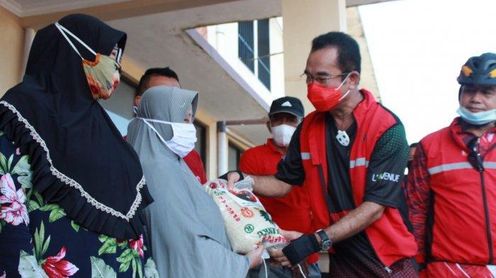 Sambil Gowes Natak Kampung, Rudi Gelar Aksi Sosial