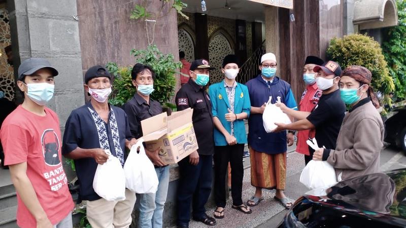REPDEM & Banteng Serut Berbagi Ratusan Takjil dan Nasi Kotak