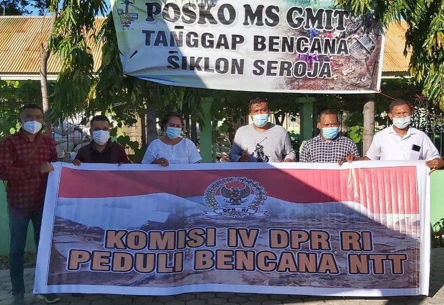 Ansy Salurkan Genset Bantuan KomisiIV pada GMIT