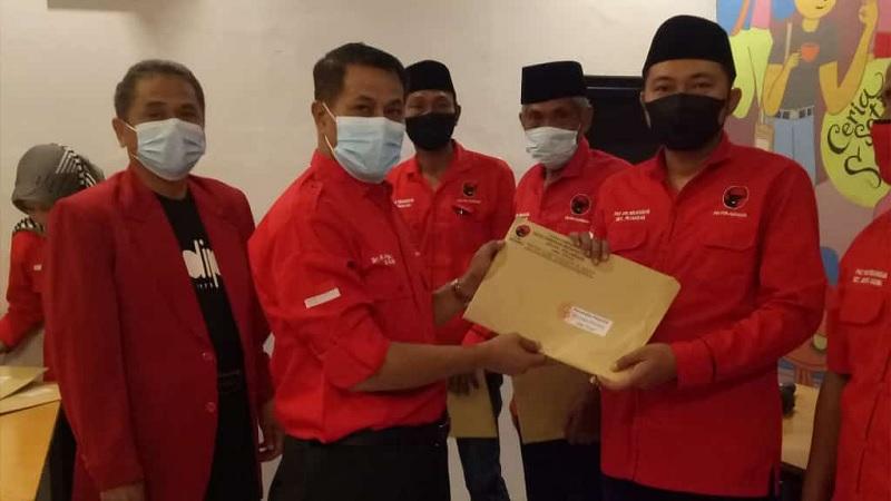 PDI Perjuangan Kab Pemalang Bukber Sambil Serahkan SK PAC