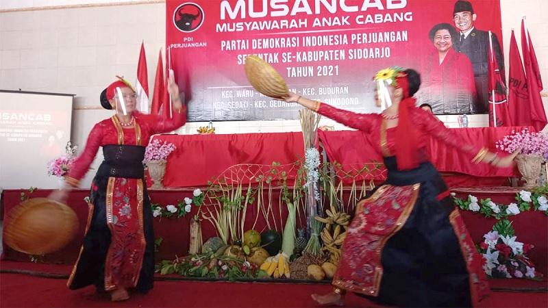 Tarian Kupang, PDI Perjuangan Sidoarjo Jaga Kearifan Lokal