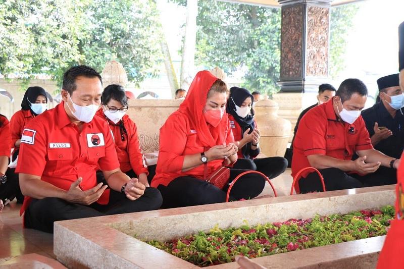 PDI Perjuangan Kota Semarang Ziarah ke Makam Bung Karno
