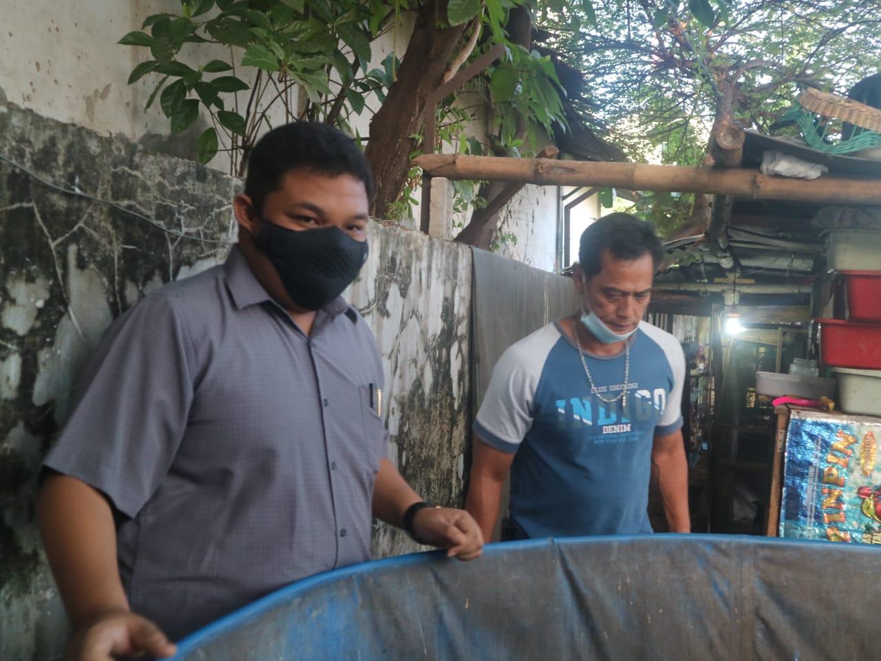 Banteng Surabaya Serahkan Bantuan ke Kampung Cendana