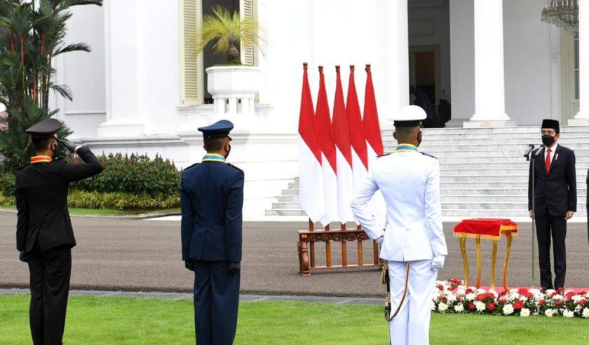 Presiden Jokowi Lantik 700 Perwira Remaja TNI dan Polri