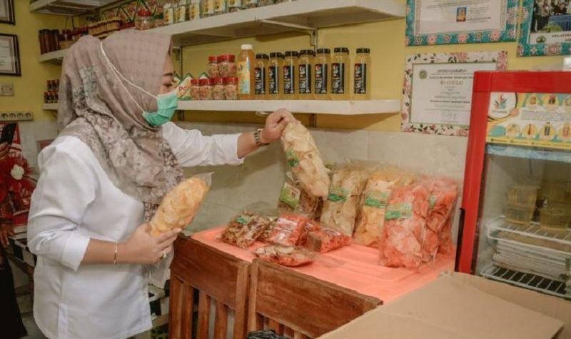 Warung Bunda Tiwi Laris Solusi Pemasaran Produk UMKM Lokal