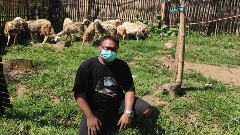 Kader PDI Perjuangan Bondowoso Ini Jual Kambing Via Online
