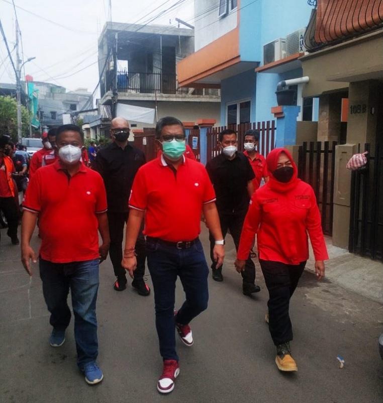PDI Perjuangan Jakpus & DPP ABJ Vaksinasi Door To Door