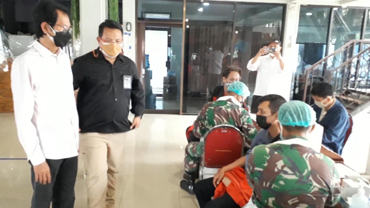 Adi Tinjau Pelaksanaan Vaksinasi di Kawasan PT SIER
