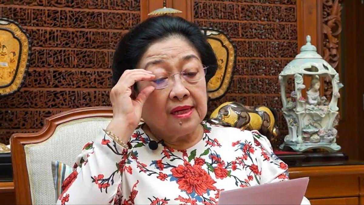 Megawati Prihatin Generasi Muda Kurang Hormati Guru