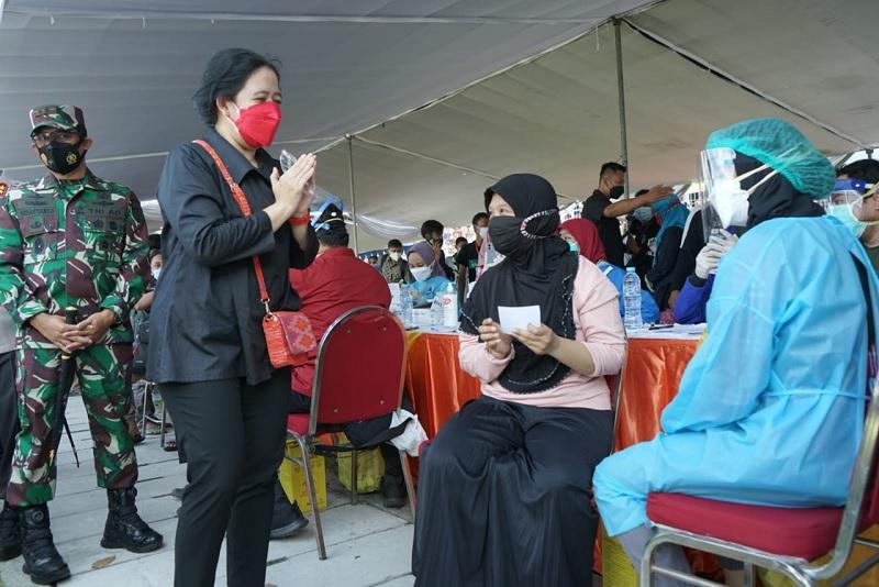 Puan: Kasus COVID Luar Jawa-Bali Naik, Jangan Stop Vaksinasi