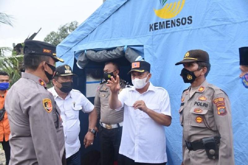 Bupati Zahir Pastikan Paket Sembako Diterima Korban Banjir