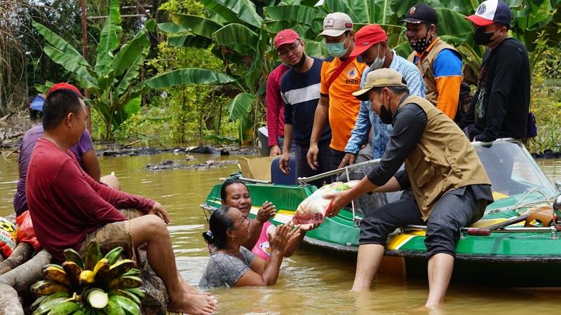 Bupati Kapuas Hulu Monitoring dan Berikan Bantuan Banjir