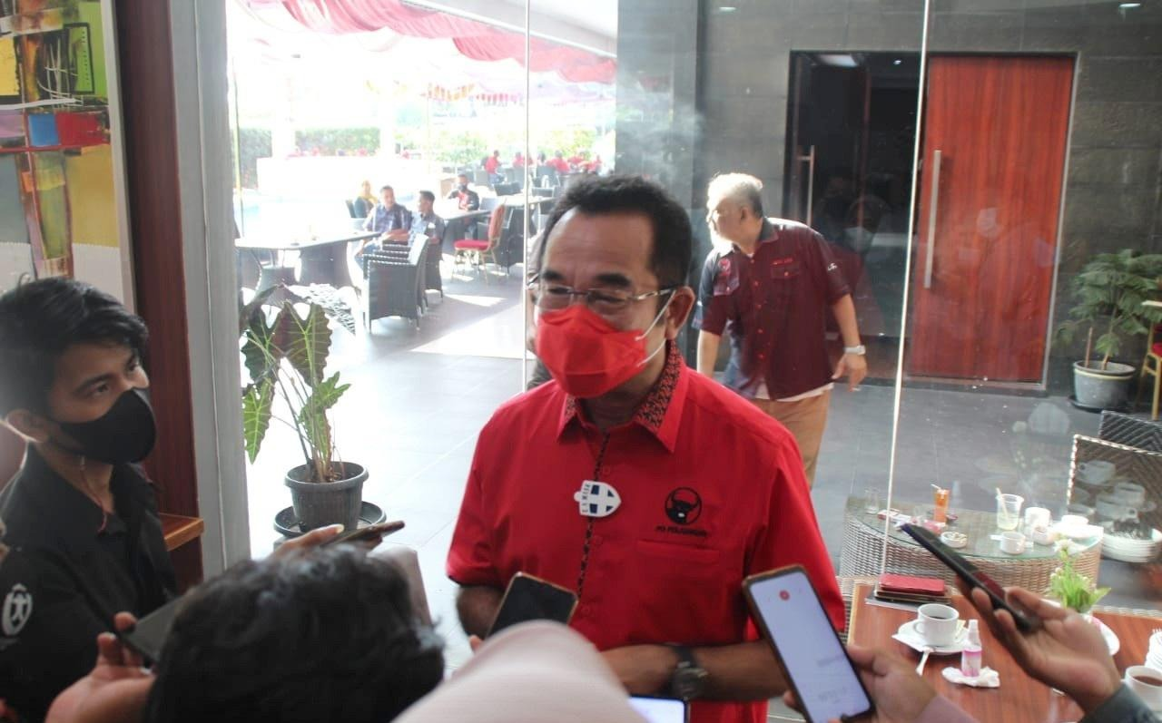 Bagikan Ribuan Masker, Rudi Ingatkan Displin Prokes