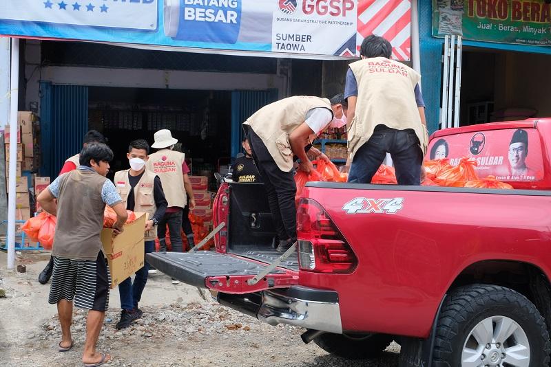 Arwan Aras Instruksikan Relawan Bantu Korban Banjir Mamuju
