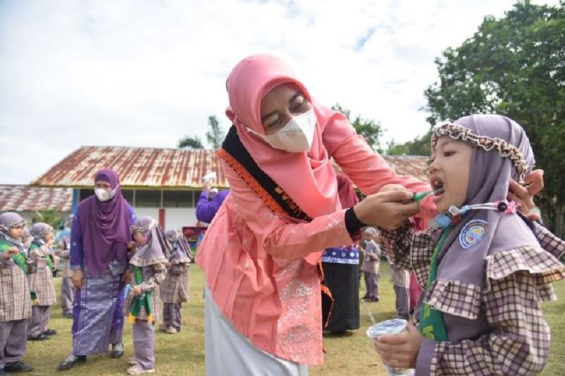 Bunda PAUD Maya Zahir Bagikan Raport Kesehatan Gigi