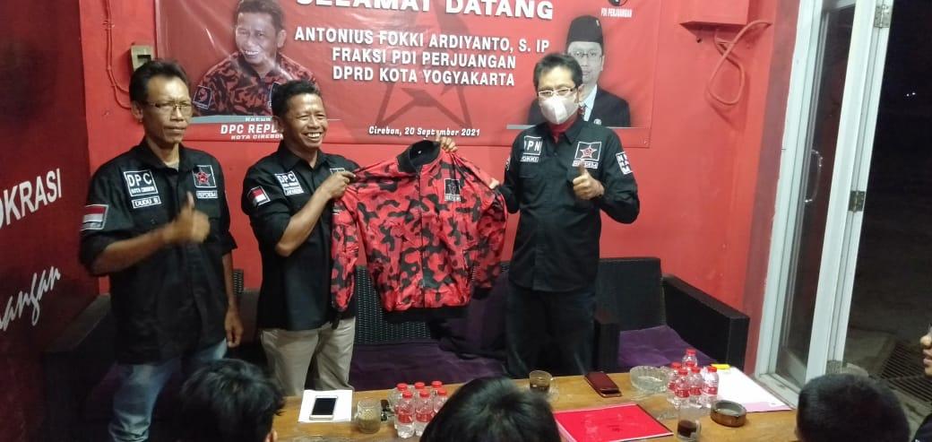 Antonius Fokki Bersilaturahmi dengan Repdem Kota Cirebon